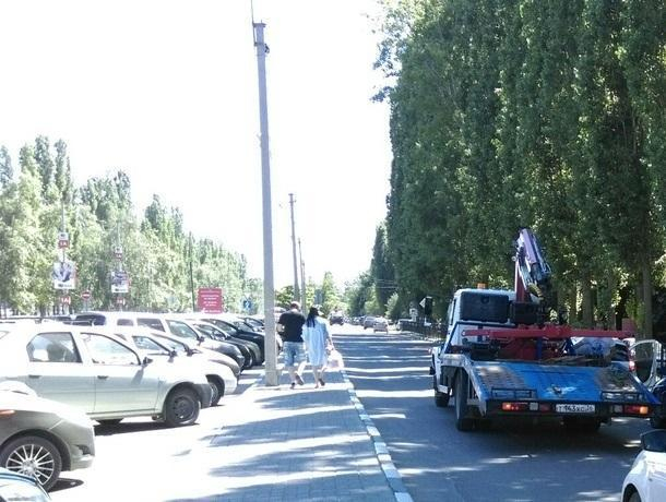 Воронежцев предупредили о массовой эвакуации автомобилей у ТЦ