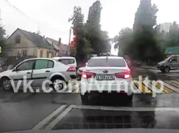 Самое нелепое ДТП года в Воронеже сняли на видео