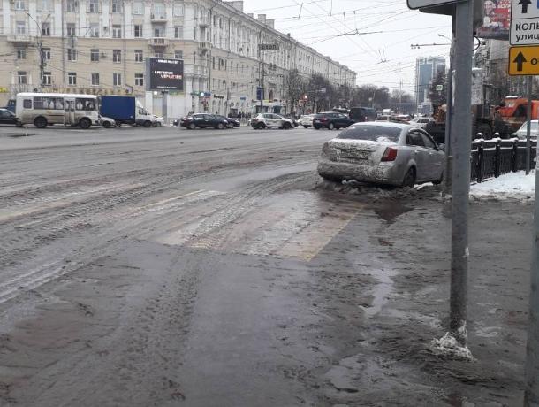 Воронежцы успешно пристыдили мэрию снежным месивом
