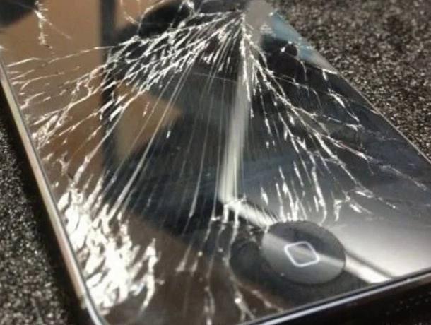 Девушку из Воронежа назвали «неблагодарной курицей» из-за разбитого iPhone