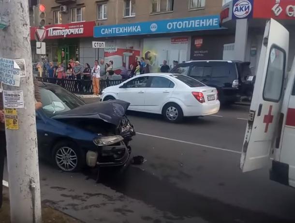 В Воронеже девушка и женщина пострадали в аварии на перекрестке