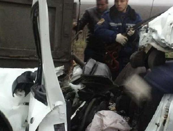 Встолкновении натрассе под Воронежем грузового автомобиля илегковушки умер пассажир