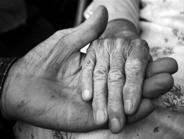 Цыгане угрожали кочергой воронежской пожилой паре