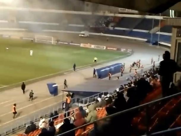 Огненное безумие фанатов «Факела» попало на видео в Воронеже
