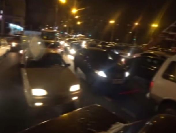 Автомобилистов поставили в позу из-за охраняемого лица в Воронеже