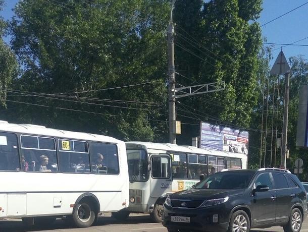 Воронежцы сообщили о мощной драке конкурирующих маршрутчиков