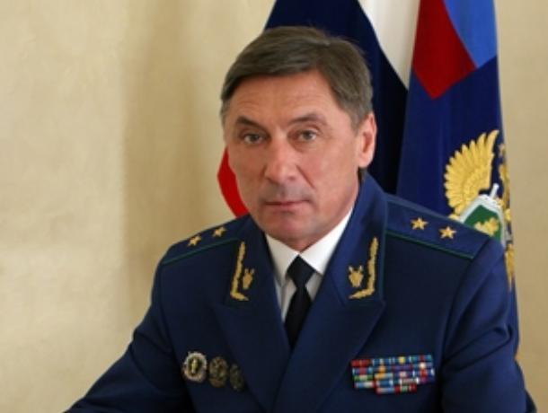 Прокурор Шишкин заработал за год на миллион меньше супруги