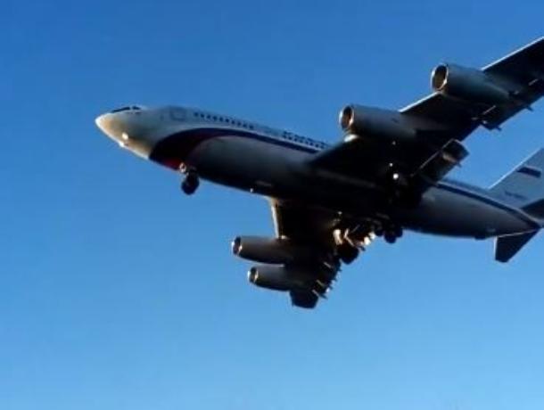 Впечатляющая посадка самолета в Воронеже попала на видео