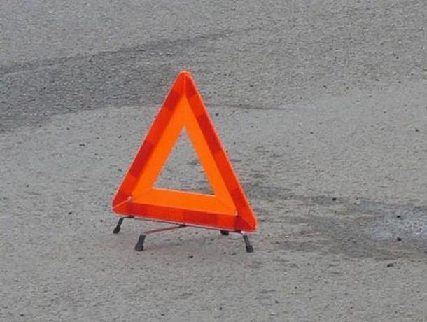 Водитель грузовика погиб  после столкновения с трактором под Воронежем