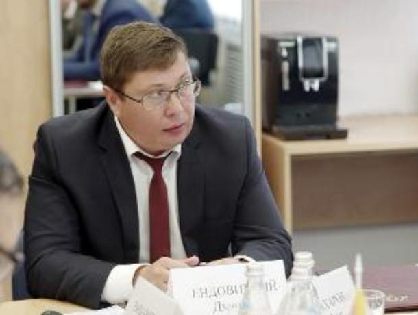 Ректор оскандалившегося ВГУ за год потерял больше миллиона рублей