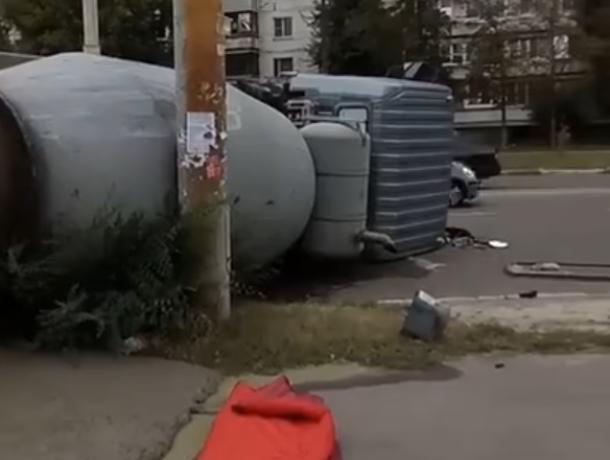 Последствия жуткого ДТП с бетономешалкой сняли в Воронеже на видео