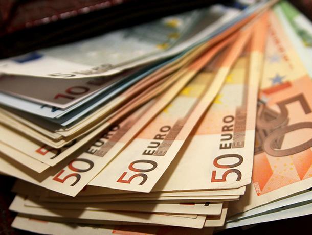 Начальник полиции поблагодарил жителя Воронежа за кошелек с иностранной валютой