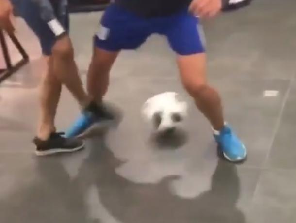 Марокканцы сыграли в футбол в воронежском магазине и попали на видео