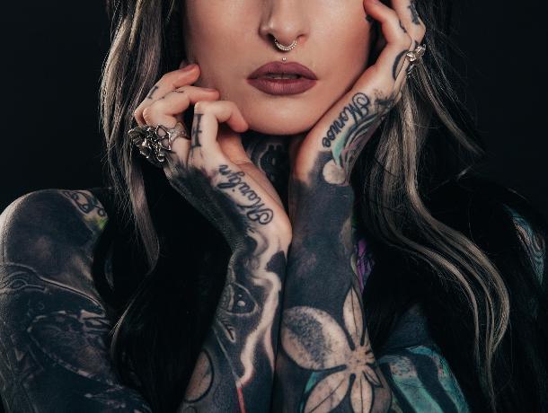 Большинству воронежцев жаль татуированных девушек