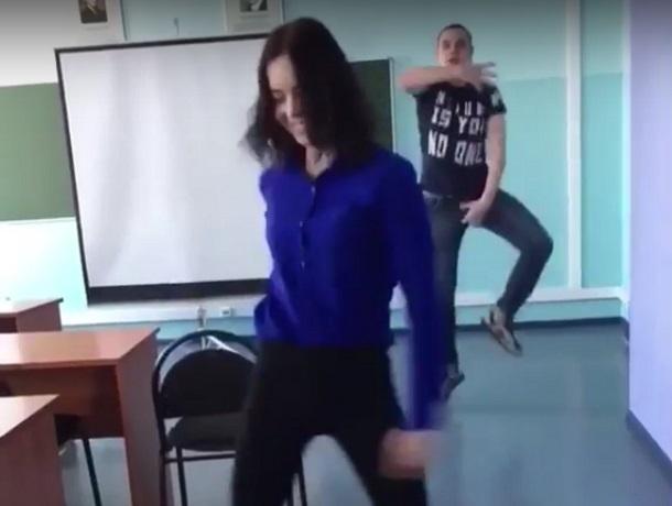 Экстравагантный танец воронежских студентов стал хитом в Сети