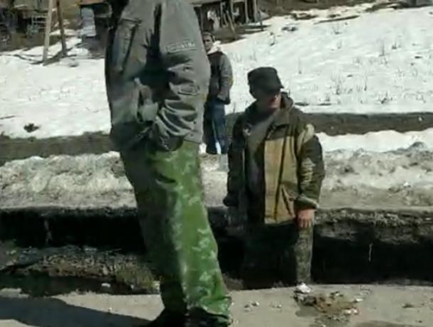 Провал воронежского асфальта за 140 млн рублей сняли на видео