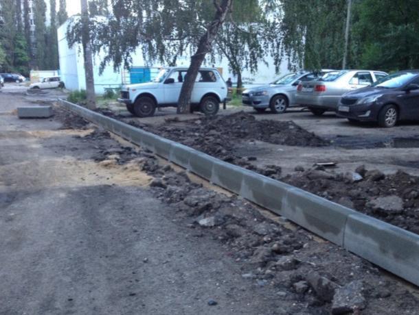 Власти Воронежа отбирают парковку у жителей многоэтажки в Северном