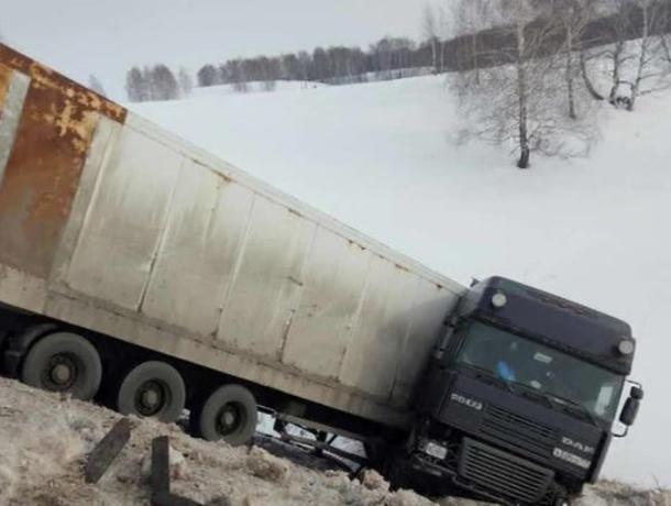Воронежец на фуре устроил массовое ДТП, в котором погиб его пассажир