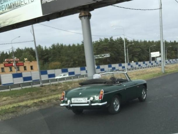 Классический пятидесятилетний кабриолет MG заметили в Воронеже