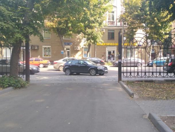 Вольная парковка барышни поссорила жителей Воронежа