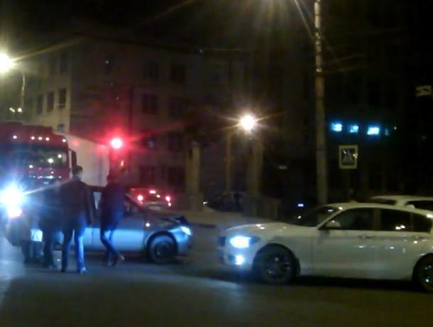 Истерику попавшей в ДТП автомобилистки сняли в Воронеже на видео