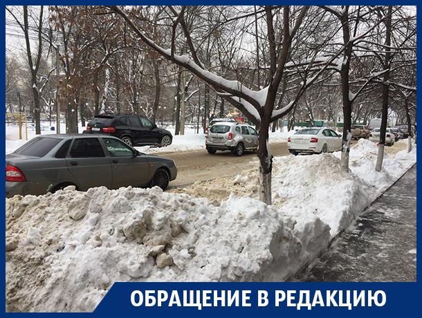 Из-за уборки дорог автомобилисты не могут припарковаться в центре Воронежа