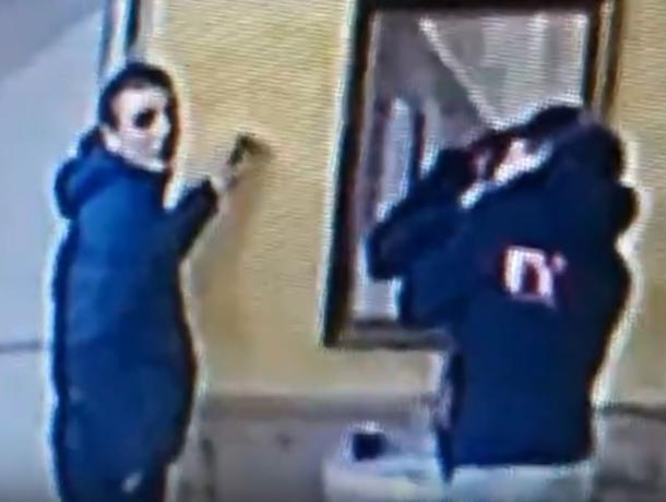Неудачное похищение из воронежского кафе попало на видео