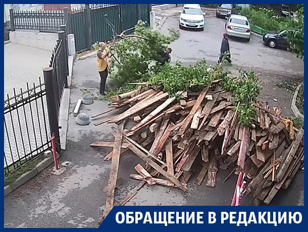 Конфликт соседей из-за баррикады сняла камера в Воронеже