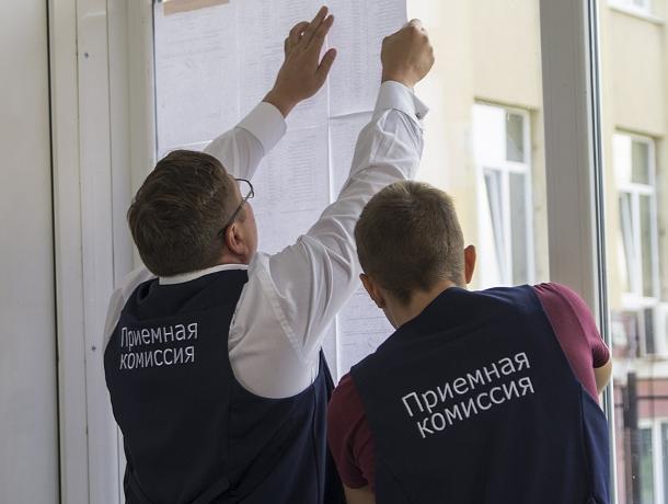Ректор Ендовицкий лично зачисляет абитуриентов в ВГУ