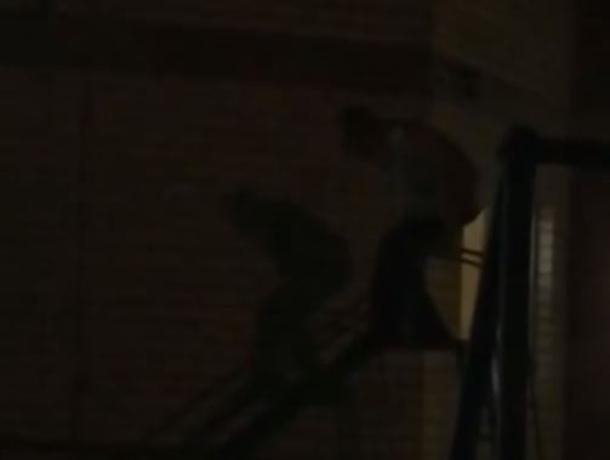 Пьяный воронежец захватил детскую площадку ради ночных развлечений