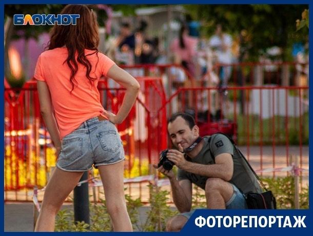 Как развлекаются взрослые в детском парке у «Арены»