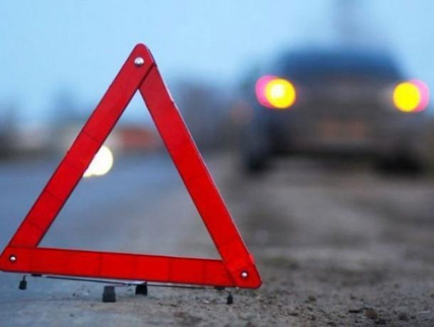 На воронежской трассе водитель КамАЗа устроил массовое ДТП и погиб