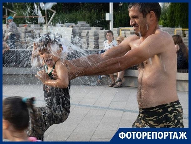 Позор или кайф: как люди резвятся в лучшем фонтане Воронежа