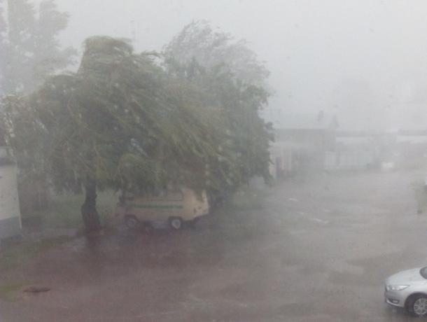 Опубликовано видео страшной непогоды в воронежском Павловске
