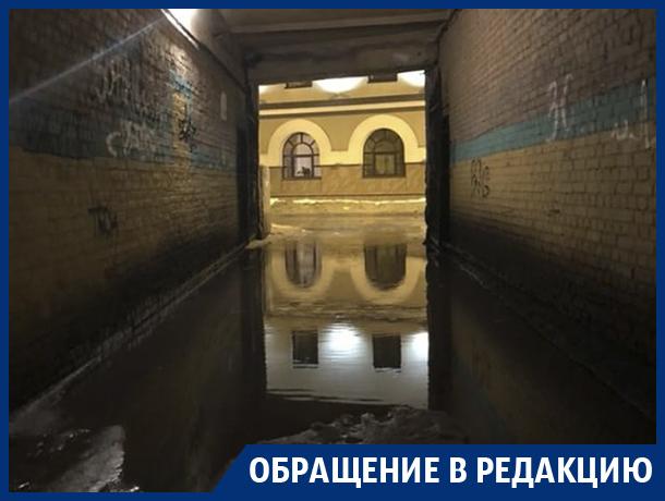 Пройти можно только в резиновых сапогах, – жители центра Воронежа