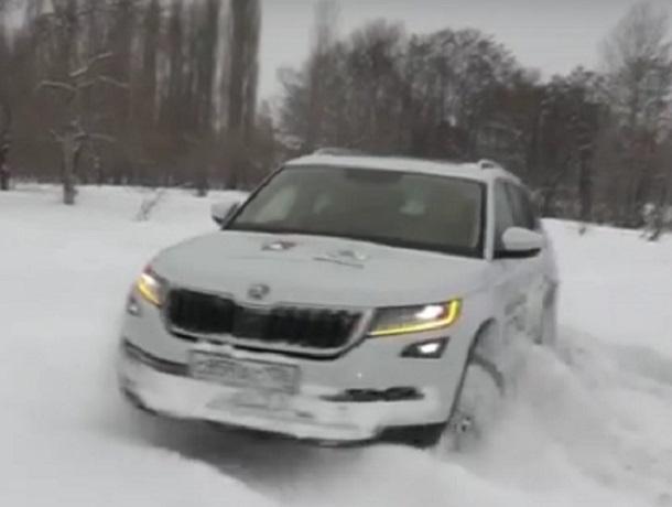 Возможности SKODA KODIAQ и Haval H6 показали на заснеженной дороге в Воронеже