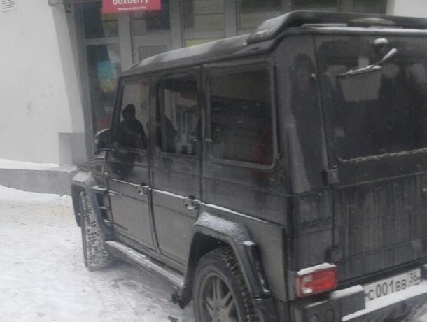 Дерзкая парковка «Гелика» возмутила жителей Воронежа