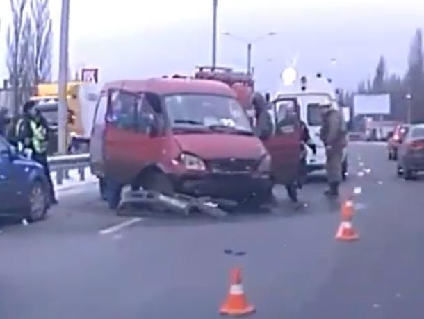 В Воронеже последствия серьезного ДТП с пострадавшими сняли на видео