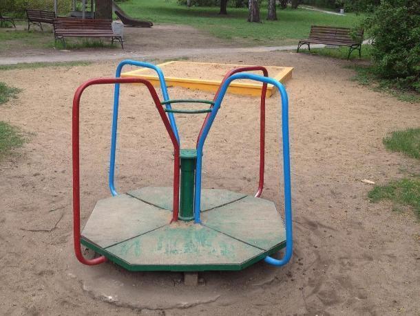 Воронежская прокуратура потребовала отремонтировать травмоопасную детскую площадку