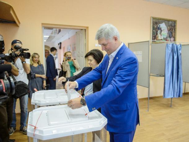 Влюбленные в Гусева: 65 избиркомов Воронежской области дали губернатору свыше 95 процентов голосов