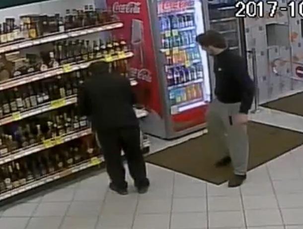 Секс с охранниками в супермаркете