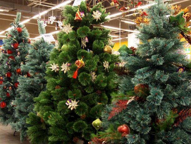 Воронежцам рассказали об опасности дешевых искусственных елок