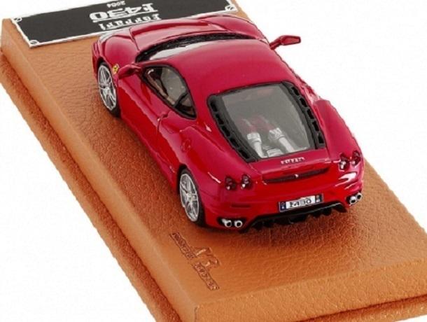 Воронежец рассказал, как сэкономил на пакетах и купил модель Ferrari