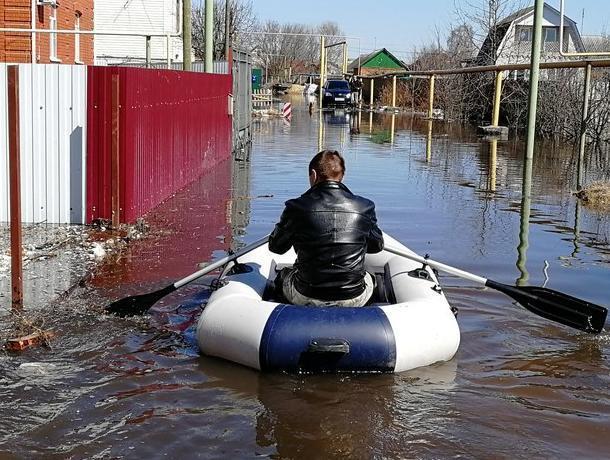 Жители воронежского Сомово  вынуждены передвигаться на лодках