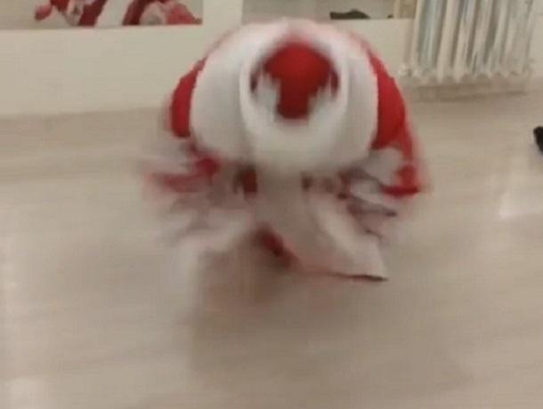 В Воронеже Дед Мороз на видео показал, как надо отжиматься