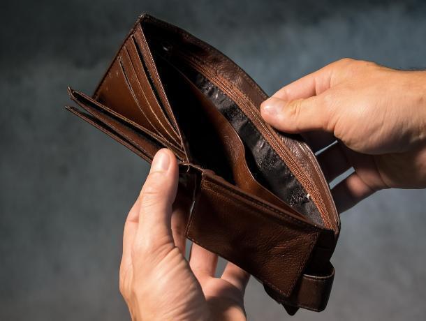 Двое воронежцев могут сесть на 5 лет за подобранный на заправке бумажник
