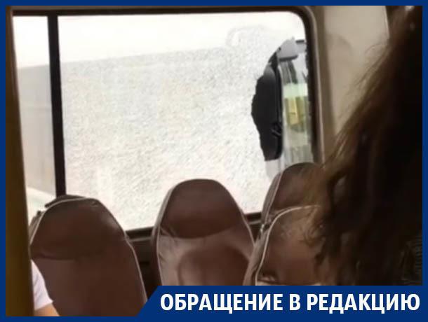 Пассажиров засыпало разбитым стеклом в ДТП с маршрутками в Воронеже