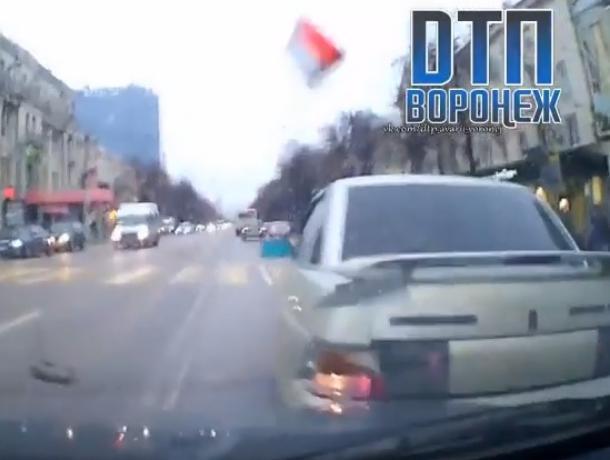 На видео попал момент ДТП в Воронеже с отказавшими тормозами