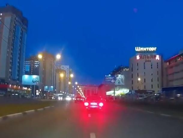 Ослепляющие стопсигналы Priora показали на видео в Воронеже