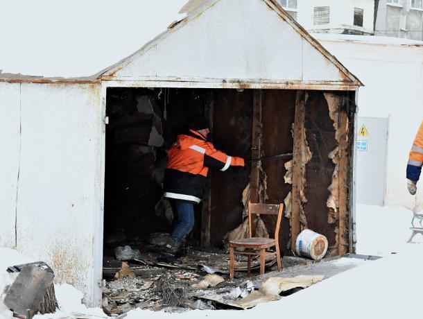 В Воронеже нашли оружие во время демонтажа брошенного гаража